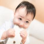赤ちゃんが誤飲した!落ち着いて!誤飲した時にママがとるべき行動とは?