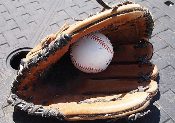 baseball-glove-858367_1280