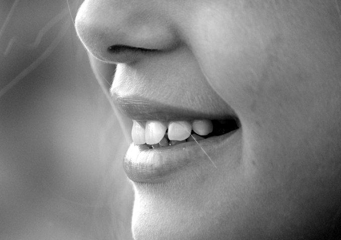歯茎が下がるのが止まらない!歯茎が下がる原因は?治療法は!?