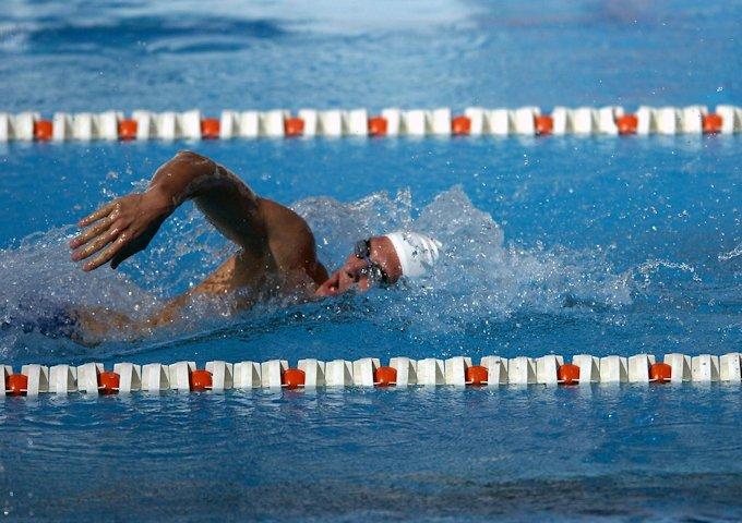 swimmer-563860_1280