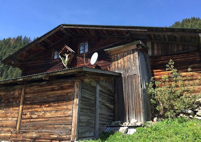 mountain-hut-763937_1280
