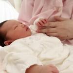 喉をゴロゴロ鳴らす赤ちゃん。喘息?病気の前触れ?ゴロゴロの原因を調査してみた。