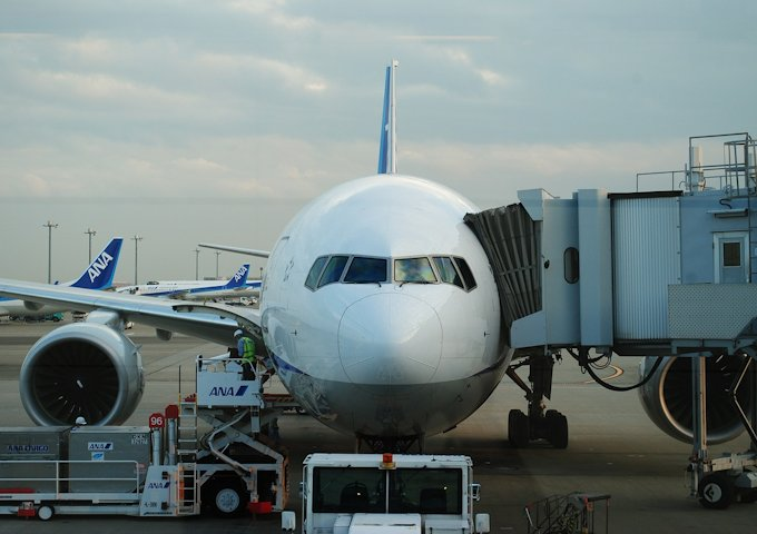 airplane-502806_1280