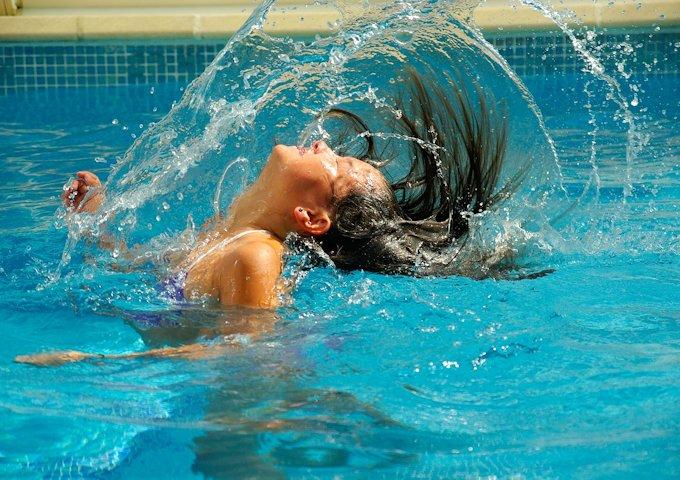 swimming-pool-475776_1280