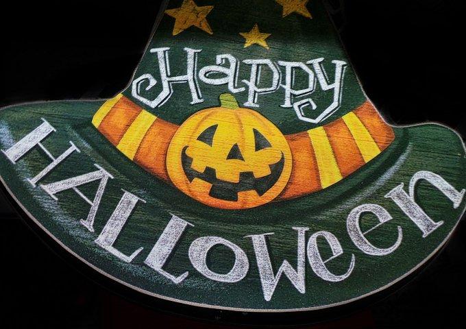 halloween-973853_1280