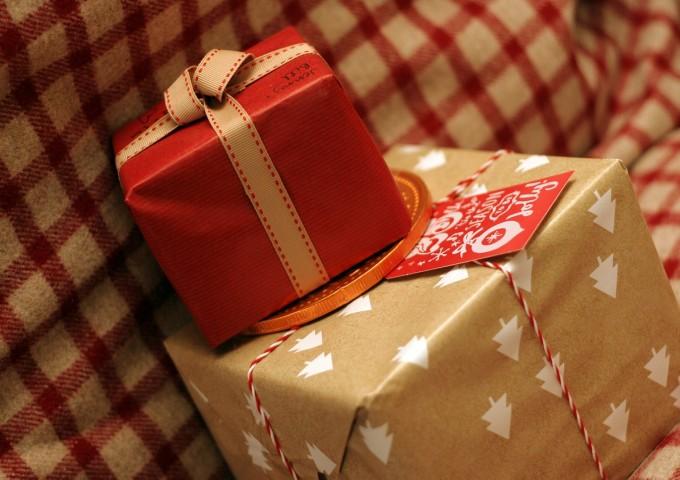 christmas-present-596300_1280