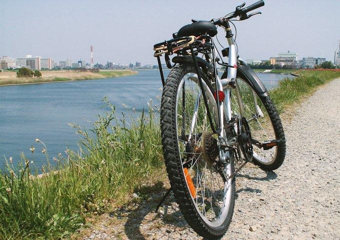 9-河川敷の自転車