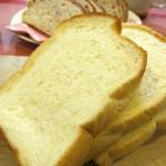 パンにカビが!削れば食べられる?緑色と白色のカビの違いとは?