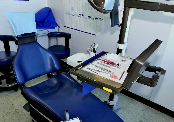 dentist-chair-1702284_1920