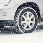 【大雪対策保存版】車の雪かき・除雪を傷つけず、すばやく行うコツとは?必要な道具は?